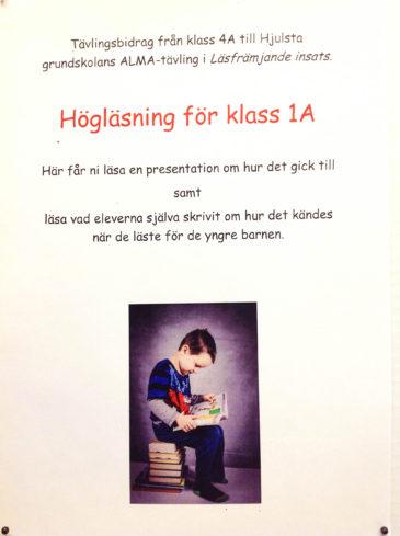 Barnen i klass 4A har fått jobba läsfrämjande för klass 1A. Foto: Cilla Dalén