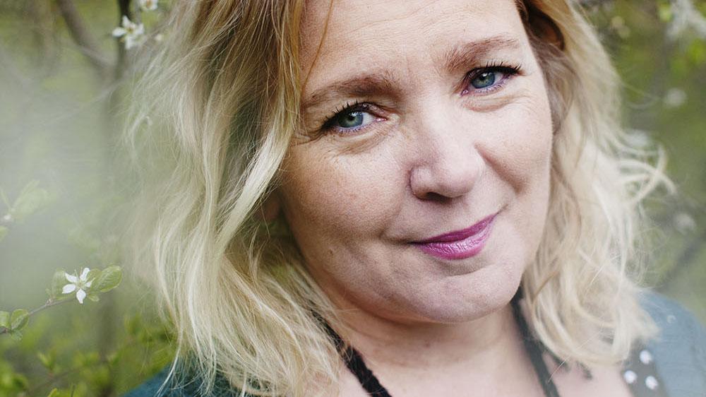 Vad gör orden med oss? Den frågan ställer Pia Bergström i höstens utbildning i biblitoerapi. Foto: Ylva Sundgren
