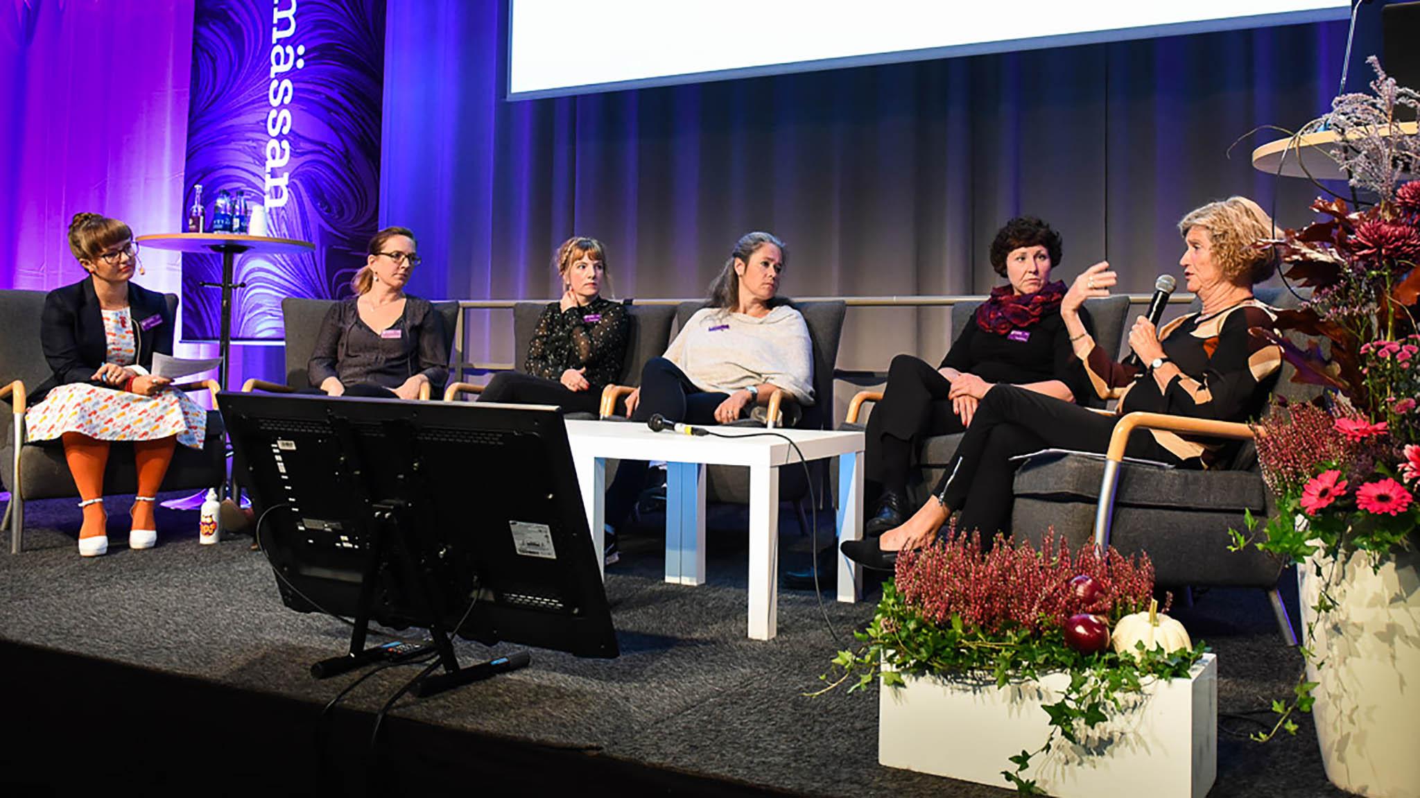 Ulrika Centerwall, Maria Schedvin, Teresia Palander, Anna-My Zetterberg, Anna Runberger och Louise Limberg. Foto: Stina Loman